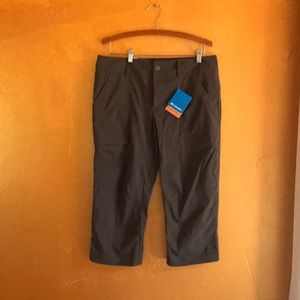 Columbia Size 12 Charcoal Grey Capris